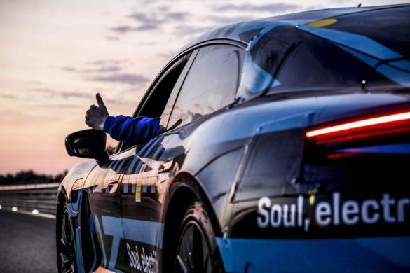 Se interiøret i den nye, elektriske Porsche Taycan