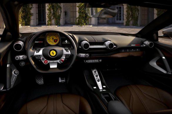 Se billederne: Comeback til topløs V12-Ferrari