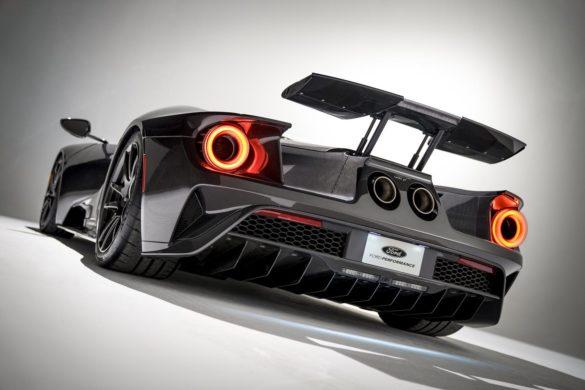 Ren kulfiber: Opdateret Ford GT fås nu uden maling