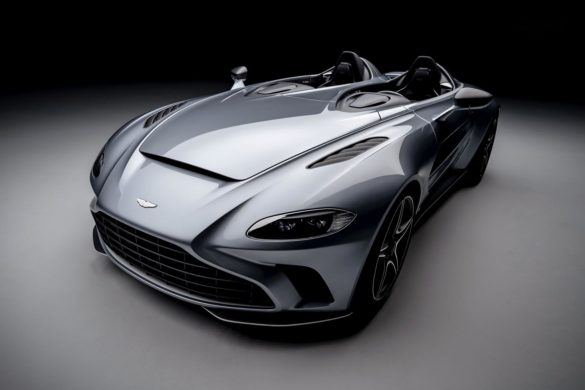 Aston Martin V12 Speedster: Bond, Batman og Top Gun