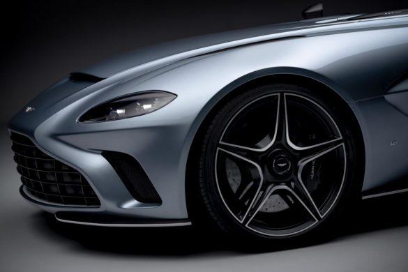 Aston Martin V12 Speedster: Bond, Batman og Top Gun